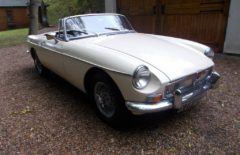 MGB Roadster 1973 Old English White (XTW646L)